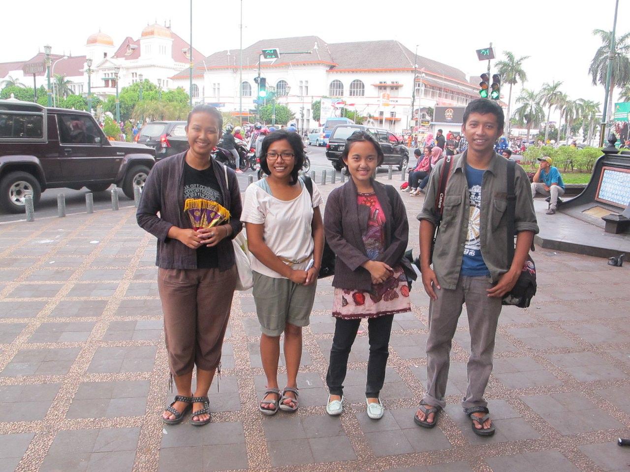Bersama Ari Dhamayanti, Sazkia Noor Anggraini dan Faizal Afnan