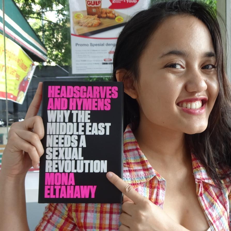 Kenapa kamu harus baca buku Headscarves and Hymens oleh Mona Eltahawy