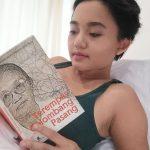 Menemukan Diri dalam Sudjinah, Ulasan Buku Terempas Gelombang Pasang
